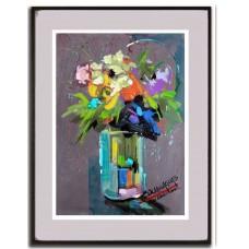 Bouquet com gama de cores em um vaso de vidro comprido